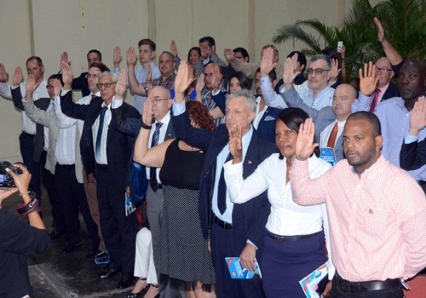 Sesenta y cuatro extranjeros adquieren la nacionalidad for Ministerio de interior y policia