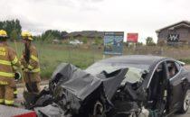 La mujer no frenó: Tesla choca contra camión de bomberos